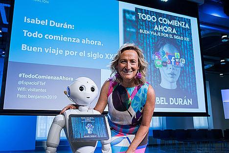 El humanoide Pepper presenta por primera vez un libro en espacio Fundación Telefónica