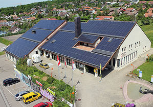 Cubierta solar integrada en instalación hotelera en Alemania.