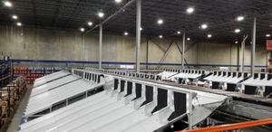 El nuevo Crossbelt Sorter horizontal de Interroll para Distribution Management Group tiene capacidad para procesar 100 cajas de calzado por minuto y ha cambiado las reglas de juego de esta compañía 3PL.