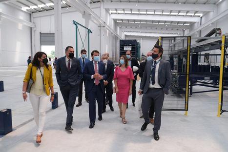 El presidente de la Junta de Castilla y León visita el centro operativo de Wallex en Aranda de Duero (Burgos)