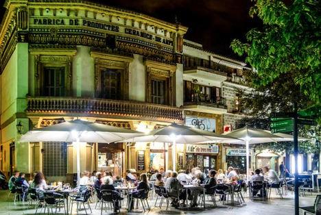 El restaurante La Plaça convive entre los principales atractivos turísticos de Sant Cugat del Vallès