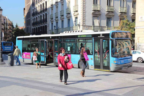 El transporte público urbano registra el febrero con menor crecimiento de usuarios desde 2015