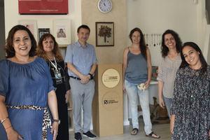 Cuatro emprendedoras junto a Paco Alós, director de RSC y Relaciones Institucionales de Caixa Popular, y Wilma Mosnma, presidenta de Novaterra.