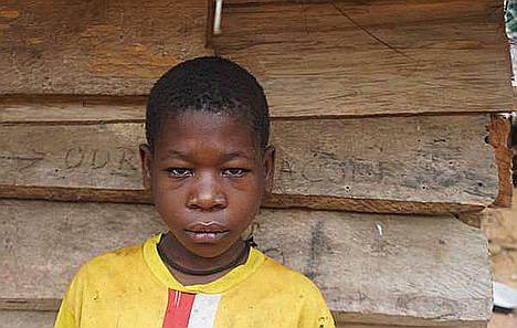 En 2016 esta niña baka fue torturada en Camerún por una patrulla antifurtivos financiada por WWF cuando tenía 10 años.