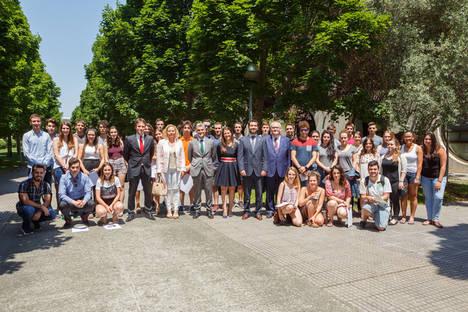 La UPNA entrega 90 becas de movilidad internacional con el apoyo de Banco Santander