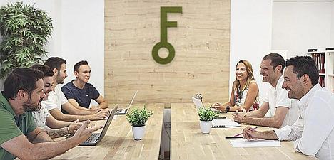 La startup valenciana Fynkus empieza a llamar a la puerta de 10.000 comunidades de vecinos