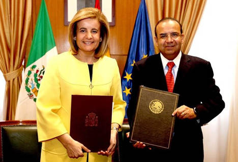 Fátima Báñez, y el secretario del Trabajo y Previsión Social de México, Jesús Alfonso Navarrete,