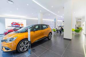 Renault presenta de la mano de Nuria Roca una transformación en sus concesionarios