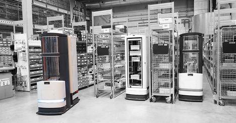 El robot de logística TORU combina la conducción autónoma con la robótica de manipulación. Las mercancías se retiran de una estantería mediante presión negativa. Una lengüeta de metal se encarga de cerrar el hueco entre el fondo de la estantería y el robot de logística antes de aplicar vacío y, seguidamente, los servomotores CC sin escobillas de FAULHABER extienden la lengüeta y mueven la pinza de agarre.