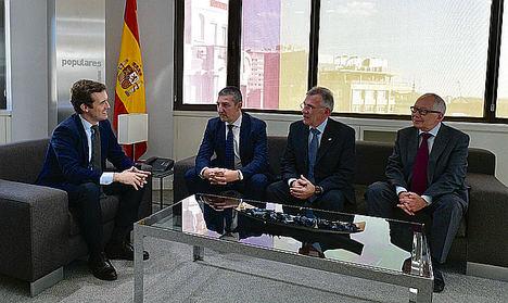 Pablo Casado se compromete a apoyar las acciones de FEDE contra Discriminación Laboral