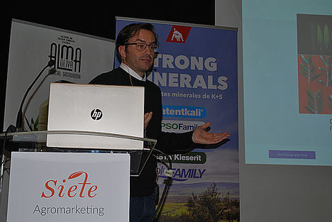 Carlos Bayón Escobar, Consultor Técnico de España y Portugall K+s Agriculture and Mineral  GmbH, durante su ponencia.