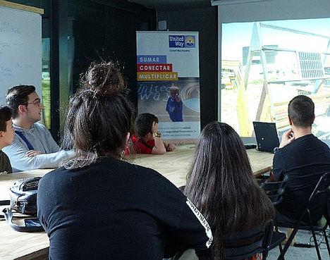 Arranca el proyecto Club de Inventores: chicas y chicos gitanos participantes del programa Promociona utilizarán la tecnología para mejorar su entorno