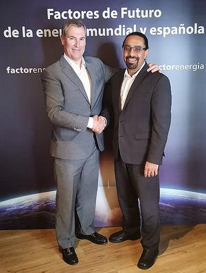 De dcha. a izqda.: Ramez Naam, y el fundador y CEO de Factorenergia, Emilio Rousaud.