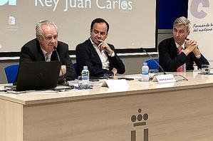 Fernando Casado, presidente de la Fundación Formación y Futuro, Alberto Zoilo Álvarez, presidente de ADEFAM, y  David Ortega, Vicerrector de Extensión Universita.