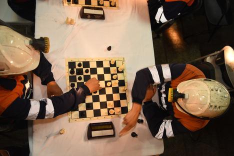El Festival de Ajedrez del Grupo Covadonga arranca con un torneo bajo tierra en el Pozo Sotón