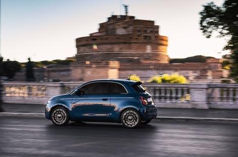 """Debut del nuevo Fiat 500 """"La Prima"""" en versión berlina"""