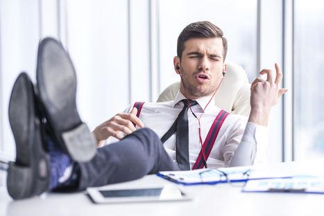 2 de cada 3 españoles escuchan música mientras trabajan