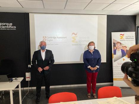El Centro de Idiomas de la UMH firma un acuerdo con Cambridge Assessment English para preparar al profesorado para la docencia en inglés