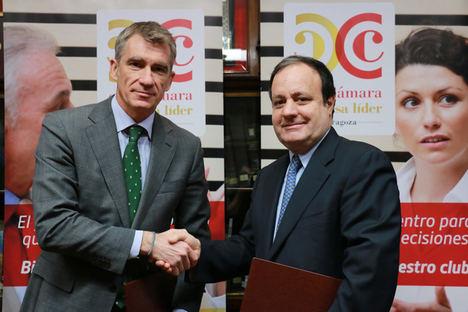 El Director General de Wolters Kluwer Tax & Accounting en España, Josep Aragonés, a la izquierda, y el Director General de la Cámara de Comercio de Zaragoza, José Miguel Sánchez.