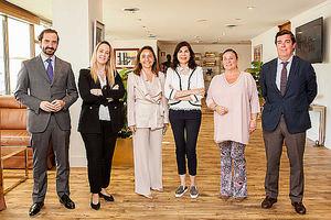 Representantes de Trasmediterránea, de la Fundación Adelias y del Club Financiero Génova, donde se ha firmado el acuerdo de colaboración.