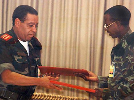 Firma del Memorando de Entendimiento Complementario al Protocolo de Lusaka, el 4 de abril de 2002.