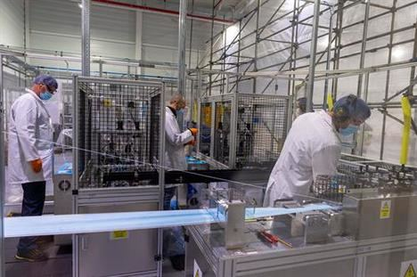 Ford fabrica mascarillas y protectores faciales