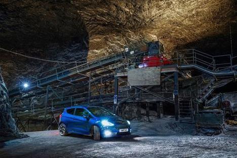El Ford Fiesta ST recorre una carretera secreta europea