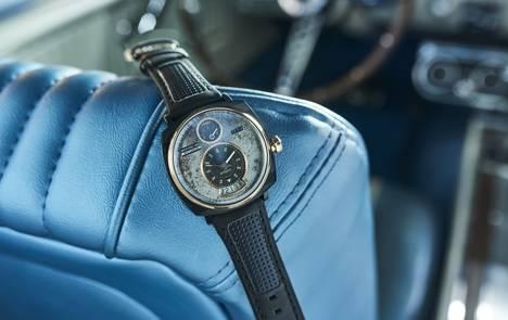 Ford Mustang destinados al desguace reviven como relojes de colección