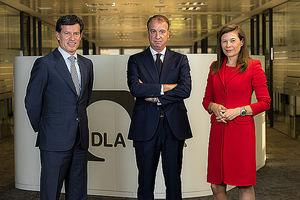 Borja de Obeso, DLAPiper (en el centro).