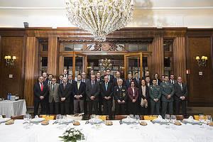 Foto de familia del encuentro entre Fundación Inade, la Delegación del Gobierno en Galicia y los Cuerpos de Seguridad del Estado