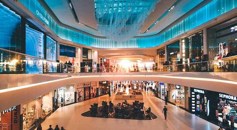 La afluencia en centros comerciales se mantiene estable hasta septiembre