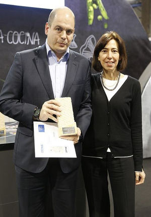 Francisco Marco, Marketing Manger Haier Iberia, recogiendo el Premio.