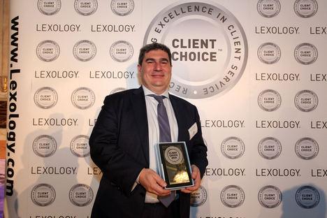 Francisco Solchaga, socio de Araoz & Rueda, premiado con el 'Client Choice Awards 2020'