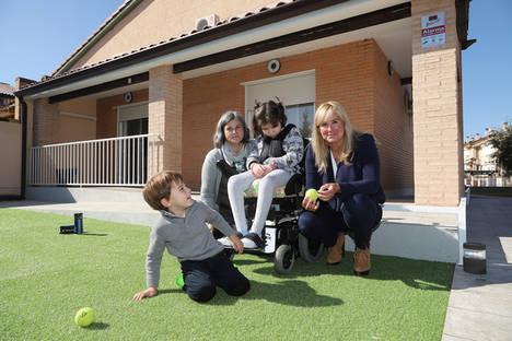 Fundación Avintia entrega a Elsa y Mario, los hermanos afectados por ELA, su casa adaptada