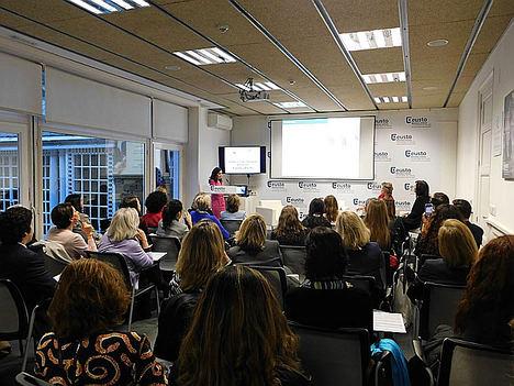 Fundación Woman Forward pide impulsar la presencia femenina en los consejos para acercarse más Europa
