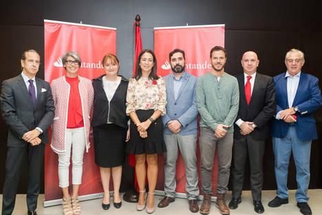 Banco Santander apoya en Baleares distintas acciones de acompañamiento y atención a personas enfermas o con discapacidad