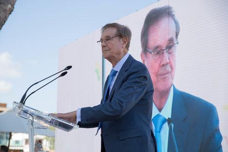 Gabriel Escarrer Juliá recibe el homenaje de los trabajadores y comunidad turística de Palmanova y Magaluf, dos destinos pioneros de los que ha sido impulsor destacado durante 50 años
