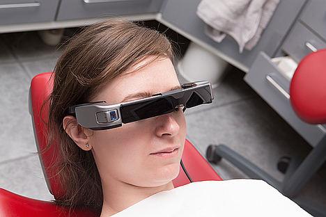 Ver series o películas mientras acudimos al dentista en Madrid ya es posible