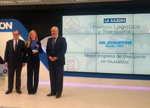 Gil Stauffer recibe el I Premio de La Razón a la 'mejor empresa de mudanzas'