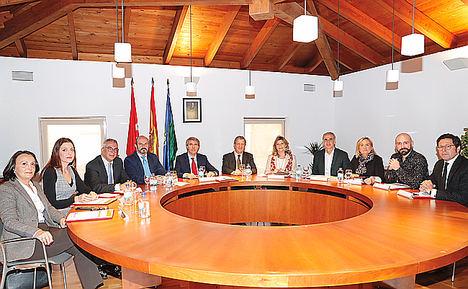 Consejo de Gobierno, presidido por el presidente de la Comunidad de Madrid, Ángel Garrido y con presencia del alcalde de Villanueva de la Cañada, Luis Partida.