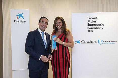 Gonzalo Gortázar, consejero delegado de CaixaBank, y Arancha Manzanares, vicepresidenta de Ayesa.