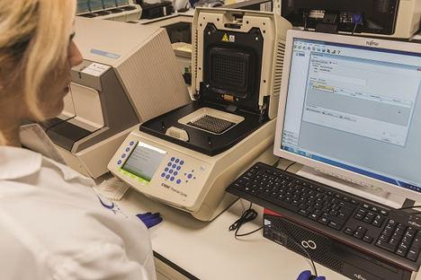 El laboratorio de microbiología de HC Marbella permite detectar el Covid-19 por RT- PCR en menos de 24 horas