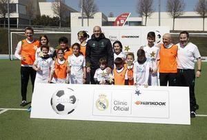 Leyendas del Real Madrid cumplen los deseos de los más pequeños