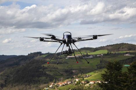 Producción en serie del dron portaherramientas modulable Tundra de Hexadrone con robustas soluciones de conectividad miniaturizadas de Fischer Connectors