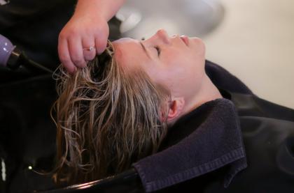 Hipertin afirma que los profesionales de peluquería son los 'salvadores' del cabello