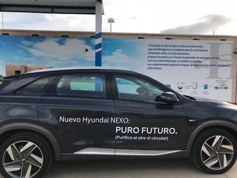 El primer eléctrico de pila de combustible matriculado en España, el Hyundai Nexo, recibe su primera recarga