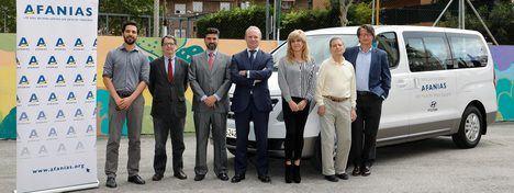 Hyundai dona una H1 Travel a la asociación AFANIAS