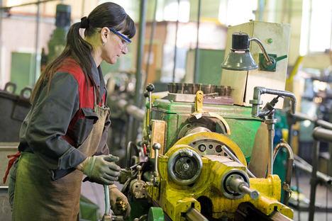 IBV busca que las empresas tengan en cuenta también el género en el diseño ergonómico de los puestos de trabajo