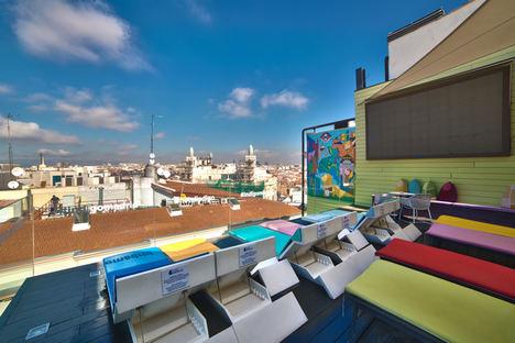 La terraza del Hotel Indigo Madrid Gran Vía, la opción perfecta en el corazón de la ciudad para refrescarse este verano