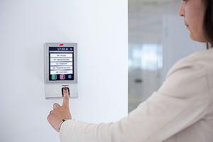 La biometría resuelve el control de fichaje en las contrataciones temporales de verano